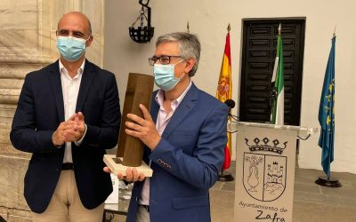 El escritor zafrense Luciano Feria recoge el XV Premio Dulce Chacón de Narrativa Española